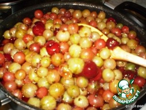 Boil down to the moment when the fruit becomes transparent (in the picture is not quite finished!).