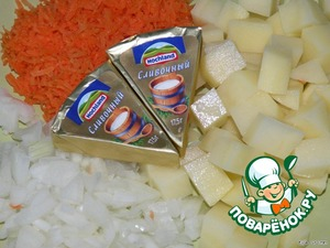 Carrot RUB on a small grater, finely cut onions, potatoes peel and diced