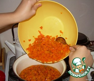 For 10 minutes in a pot with boiling water, discard in a colander, cool, peel, cut into cubes. To prepare the syrup 500 gr. sugar and 500 mil. water. in hot syrup put the carrots.