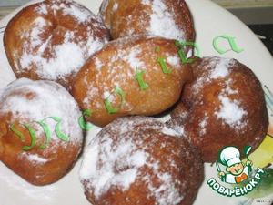 Готовые пончики обильно посыпать сахарной пудрой.      Приятного аппетита!