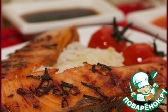 Рецепт: Стейк из семги на ложе из запеченных помидоров и рисовой лапши