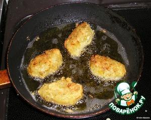 And fry on medium heat in plenty of oil until Golden brown.