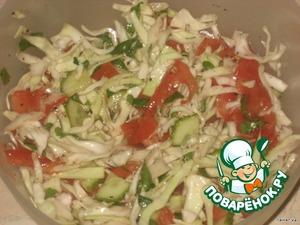 Соединить капусту, помидоры, огурцы, чеснок, зелень, посолить по вкусу, добавить 1 стол. ложку лимонного сока, сушеный базилик и растительное масло.   Приятного аппетита!