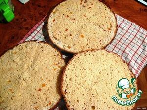 Готовый бисквит оставить в выключенной духовке минут на 5. Затем разрезать его на 3 части и оставить остывать 10-15...