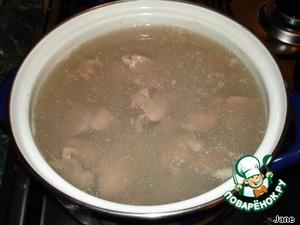 Печень промыть, отварить в подсоленной воде 5-7 минут.