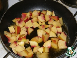 My nectarines, separated from the bones, cut into cubes and fry in honey. After this procedure, the nectarines will be tender and juicy.