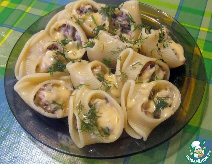 Рецепт: Лумакони, фаршированные курицей с грибами
