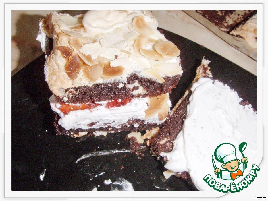 Шоколадно-меренговые  клубнично-кремовые пирожные