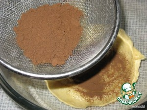 Of the total weight detachable third part of dough and add cocoa powder through a sieve to avoid lumps.