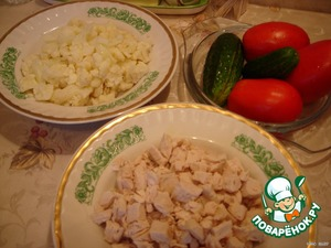 Boil chicken breast and cauliflower. Not to digest - the main thing.  Cabbage divided into florets, breast cut into cubes.  ( Ideally, sprouts should be slightly larger than the chicken breast).