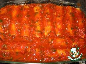 сверху залить соусом так чтобы изделия были полностью покрыты.Нагреть духовку на 180 градусов.Форму накрыть фольгой,поставить в духовку на 45-50 минут.Можно за 5 минут до готовноси снять фольгу и посыпать тертым сыром.