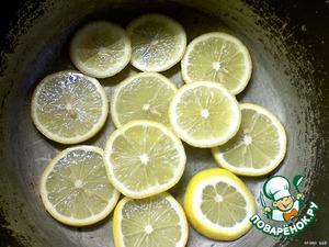 Лимоны помыть и нарезать кружками (тоненько).