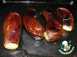 Bake eggplant in the oven at a temperature of 180 deg. approximately 35 minutes