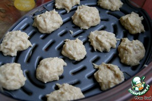 Form of fish meatballs, place into the top layer of the steamer.