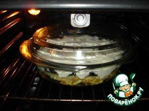 Накрыть крышкой, поставить в духовку.    Запекать 45 минут при температуре 200-205*С.