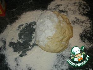 Тесто должно получится жирным и к рукам не липнуть.