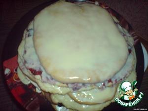 Замесить крутое тесто. Раскатать коржики и выпекать в духовке на 230 С по 10-15 мин каждый до румянца. Сложить друг на дружку, смазав кремом: масло, ваниль, сгущенка=взбить.