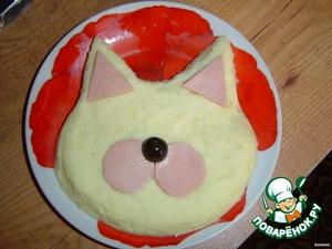Уложить щечки и уши на мордочку кота.   Сделать носик из черной маслины.