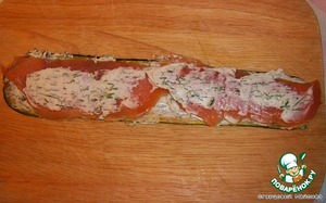Slice squash cheese spread-dill ground, put the fish on top and smear it over the cheese and dill. Collapsible rolls.