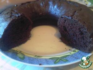 Печем   при 180 градусах минут 40, но после 25-30 минут начинайте проверять,   главное - не пересушить! Дайте кексу остыть в форме, он легко рвется, и   наслаждайтесь нежным, влажным, шоколадным чудом!