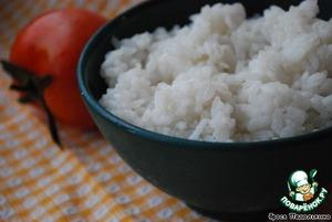 Отварите рис.    Фету порежьте небольшими кубиками.