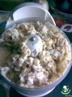 Картофель измельчить с кашей.   А вообще-то можно все вместе пропустить через мясорубку - орехи, лук, чеснок, картофель и кашу.
