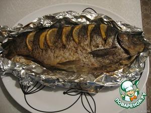 Достаем рыбу из духовки, выкладываем на блюдо,...