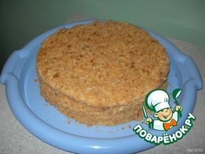 Вот такой получился торт. Убираем его в холодильник на пропитку. Коржи станут мягкими и нежными. Я обычно ставлю на ночь