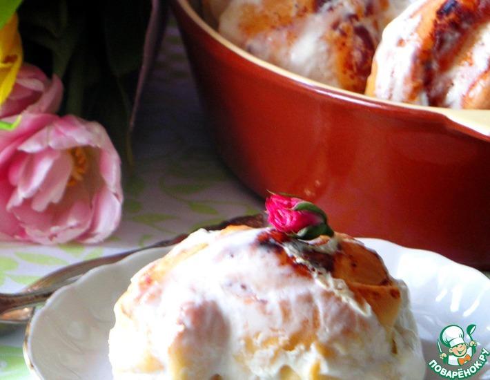 Рецепт: Ватрушки Розочки в сметанной заливке