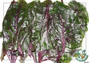 Обработать свекольные листья, если они свежие, или разморозить. (У меня были замороженные).