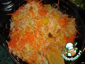 Затем добавить морковку с кольраби и все обжарить, посолить (немного). Обжаривать не более 5 минут, чтобы овощи не потеряли вкус.