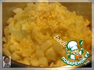 In boiled and slightly cooled potatoes add the rest of grated cheese, a little butter and stir,  try to keep all the cubes of potato