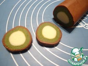 С помощью острого ножа нарезаем тесто на кружочки толщиной примерно 0,5 см.