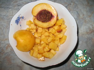 Dissolve gelatin in water over low heat, stirring, reheat nearly to boiling, cool slightly.  Peaches and finely chop.