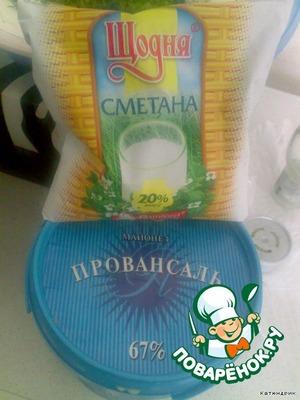 6.Сметану и майонез смешать напополам и заправить наш салатик.   7.Добавить приправу по вкусу.