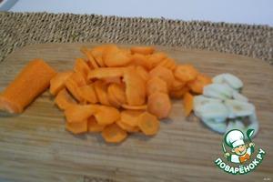 Морковь и чеснок режем, примерно так