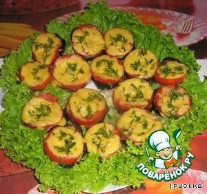 Выкладывать на листья салата и посыпать нарезанным укропом. Приятного аппетита!