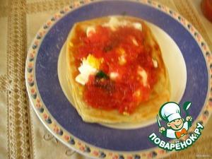 А можно есть иначе:   лепешку смазать соусом, сверху накрошить яйцо   и свернуть рулетом.    Приятного аппетита!