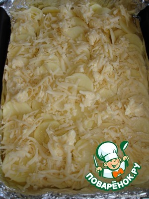 Potatoes wash,peel,cut into slices and laid in a form(covered with foil) in the overlap(ladder).Next, RUB on a coarse grater butter and cheese,right away, on the potatoes(I mixed and posted)