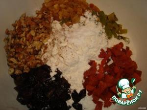 Сухофрукты помыли и измельчили   муку просеяли и добавили по полстакана всех сухофруктов и орехи   так же добавили соль, соду, специи.
