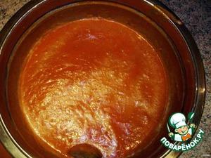 Из томатного соуса выкидываем лаврушку, соус измельчаем в пюрешку.