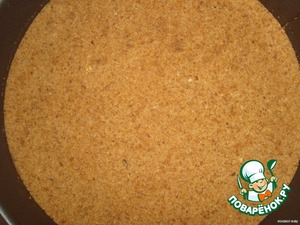 Cookies grind into crumbs. Mix with melted butter and put in a detachable form. Flatten with your hands, well sealed.