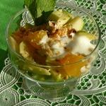 Салат из яблок и апельсинов с орехами
