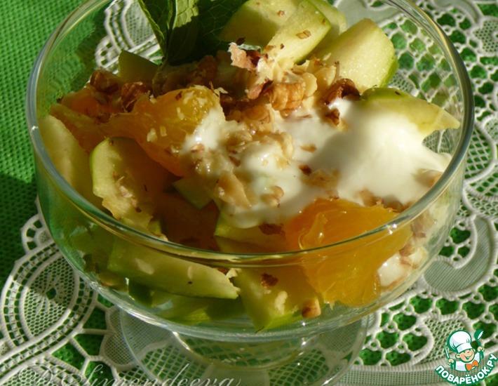 Рецепт: Салат из яблок и апельсинов с орехами