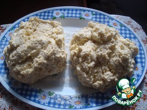 ...and gradually stir in the flour with the margarine. At the same time cut the dough with a knife. Thus kneading. No hands! Divide the dough into two parts and put on 2-3 hours in the refrigerator.