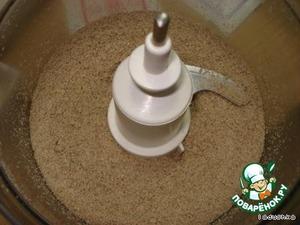 Размалываем в миксере или кофемолке сушеные (не жареные) семечки.