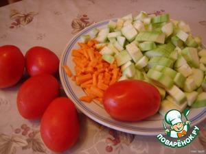 Нут замачиваем на ночь. Утром отвариваем в другой воде до готовности часа 1,5 - 2. Сливаем воду и охлаждаем.   Кабачки очищаем от кожицы , нарезаем кусочками и обжариваем в раст . масле.   Морковь нарезать соломкой и тоже обжарить.   Лук нарезать полукольцами и замариновать в яблочном уксусе ,предварительно посолить его , помять руками, затем промыть холодной водой.