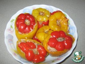 Готовые разноцветные перчики выкладываем в глубокое блюдо