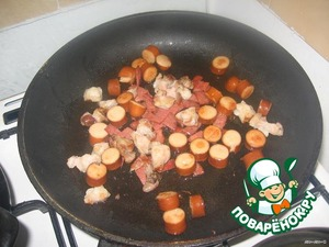 """Sausage slice """"wheels"""" meat and sausage is in small pieces. You can use any cooked meat, ham. All fry in a pan and add to the soup."""