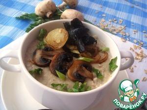 Геркулесовая каша на грибном бульоне с гренками из шампиньонов, опят и лука – кулинарный рецепт